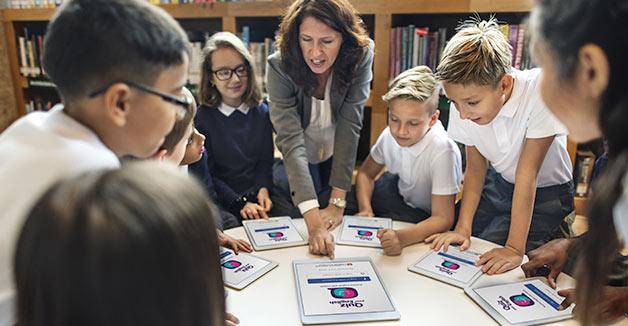 smart teacher Lehrer tablet klasse schüler digital